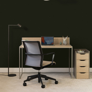 Crate regular desk with upstand and circo chair